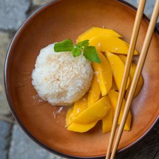 Mango Sticky Rice – Süßer Kokos-Klebreis mit Mango
