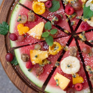 """TROPICAL STYLE"" WATERMELON PIZZA"