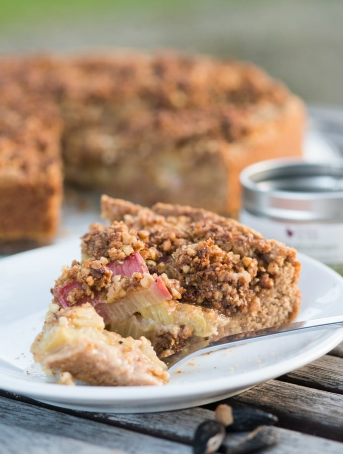 RHUBARB CRUMBLE CAKE WITH BUCKWHEAT TONKA CRUST