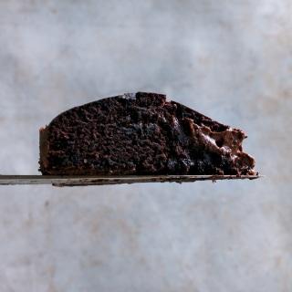 Half-baked Brownie Cake mit schokoladigem Kern
