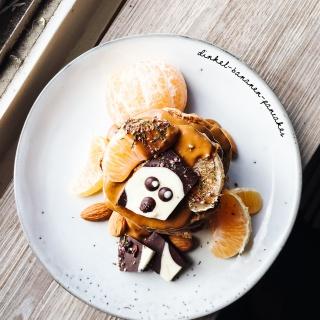 Dinkel-Bananen-Pancakes mit süßer Spekulatius-Creme