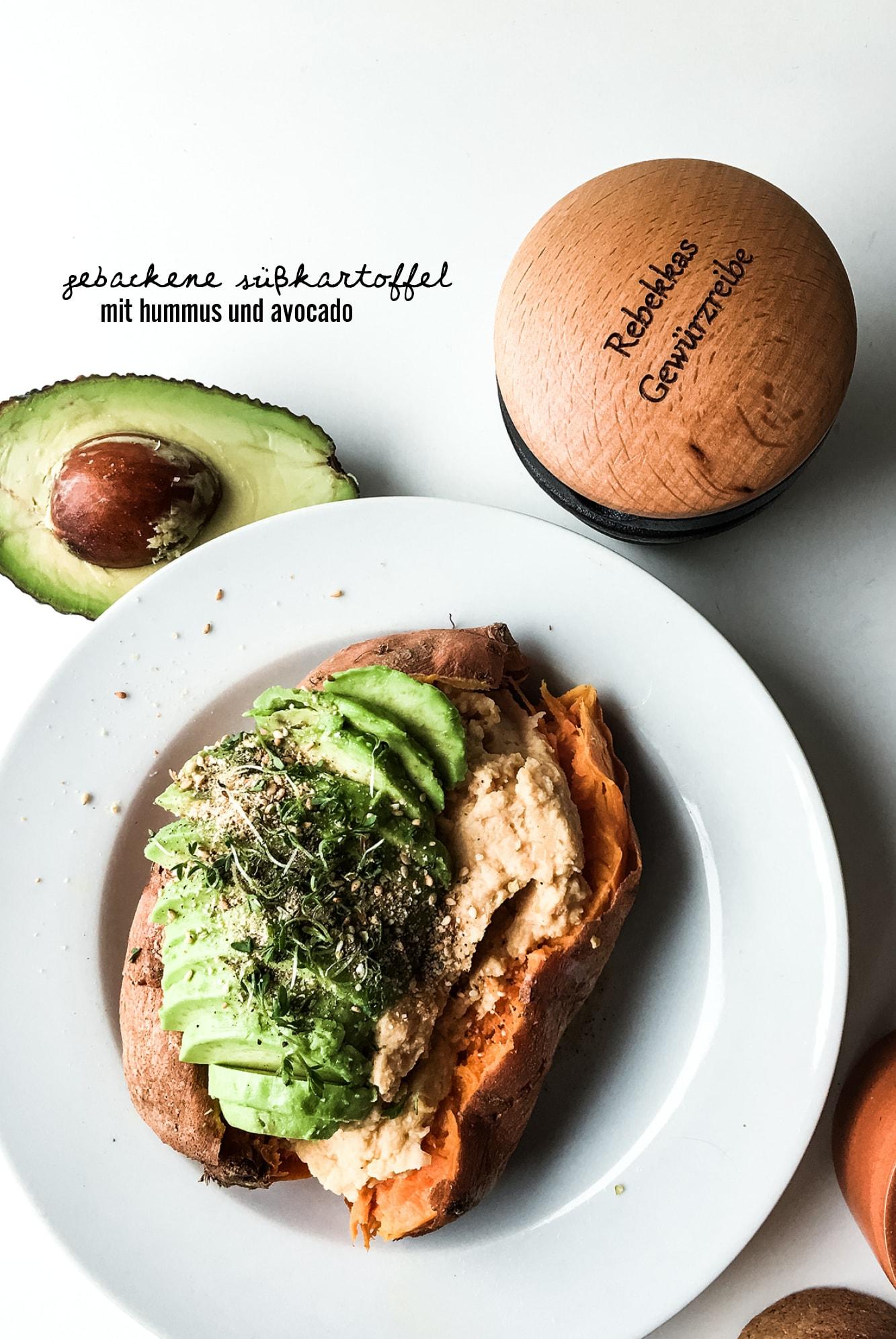 gebackene-suesskartoffel-mit-hummus-und-avocado-6