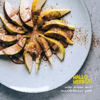 Hallo Herbst! Süße Birne mit Mandelmus und Zimt