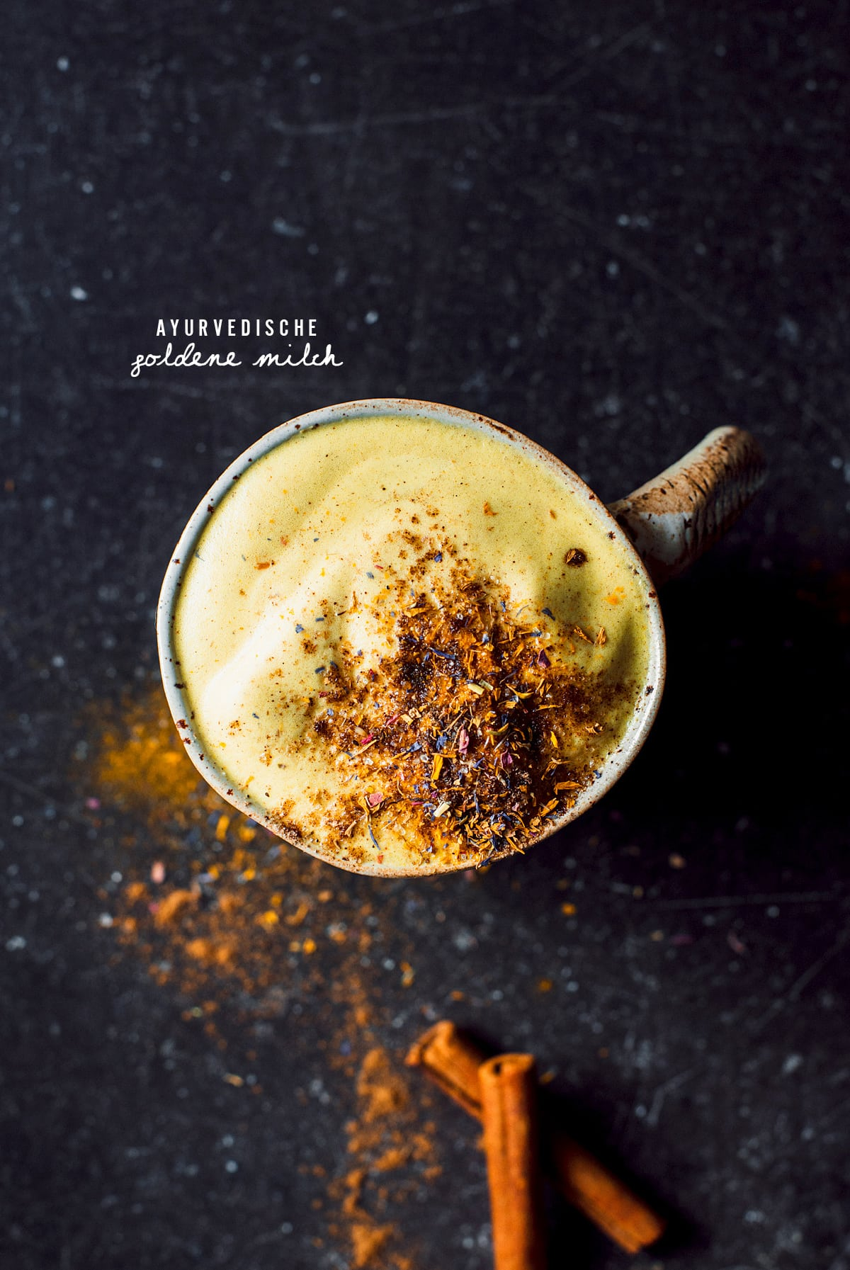 Diätkaffee mit Milch und Apfel